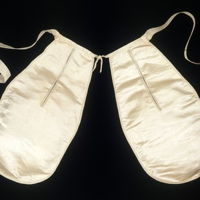 Pair of pockets, England, about 1760, Given by Mrs J Bentley, Museum no. T.175