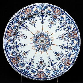 Dish, Rouen, France, 1700-1720. Museum no. 402-1870