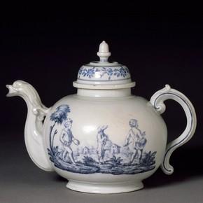 Teapot, Doccia porcelain factory, 1742-1745. Museum no. C.407-1928
