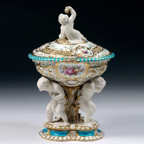 Sugar bowl, Minton, Stoke-on-Trent, England, about 1854. Museum no. Museum no. 455-1854