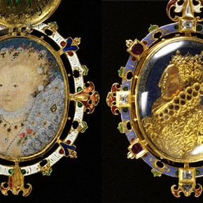 Figure 1. The Heneage Jewel (lid separate from miniature) circa1600, museum no. M.81-1935. Actual length 2.75 inches. Photograph by V