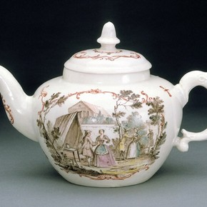 Teapot, made at an unidentified factory in Britain, probably 1740s. Museum no. C.50&A-1961