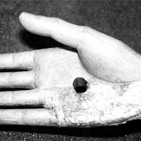 Figure 2. Detail of the restored right hand. (Photography by Alexandra Kosinova)