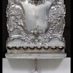 Hanukkah lamp with bucket, made by Jacob Marsh, 1747-8. Museum no. M.75