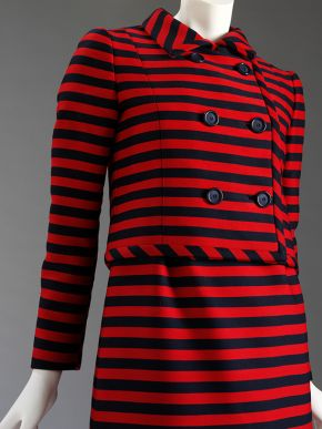 Woman's striped suit, Alberto Fabiani, 1967. Museum no. T.322&A-1978. © Victoria and Albert Museum, London.