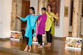 Dance around India, Pop-up Performance @ Victoria and Albert Museum, London