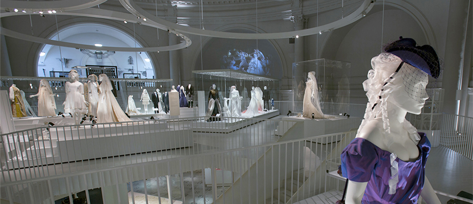 Closed exhibition wedding dresses 1775 2014 victoria for Wedding dress display at home