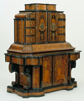 Writing Cabinet, Jacob Arend, 1716. Museum no. W.23-1975