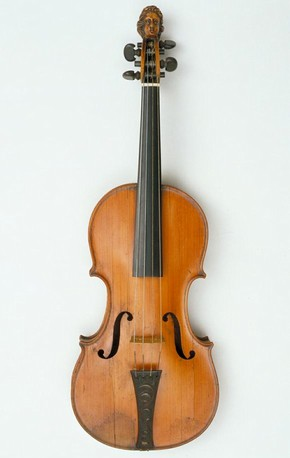 Violin, Ralph Agutter, about 1685. Museum no 34-1869