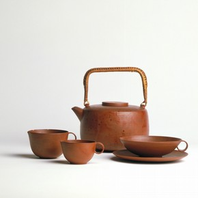 Lucie Rie, teapot and jug, earthenware, height (teapot) 111mm, width (teapot) 82mm, made in Vienna, about 1936. Museum no. C.34-1982