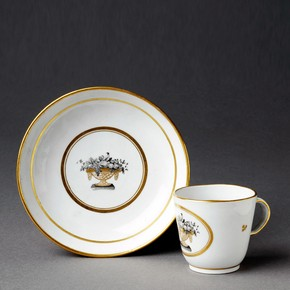 Coffee cup and saucer, about 1800. Museum no. C.581A&B-1935