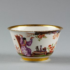 Tea bowl, Meissen porcelain factory, 1723-1725. Possibly painted by J.G. Hroldt. Museum no. C.119-1940