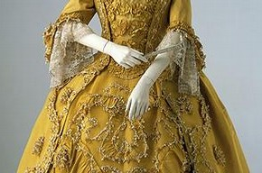 Sack-back gown, Britain, 1760. Museum no. T.77-1959