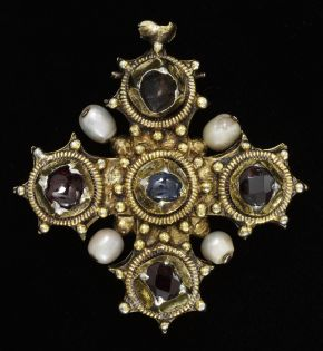 Pendant reliquary cross, unknown maker, about 1450-1475. Museum no. 4561-1858. © Victoria and Albert Museum, London.