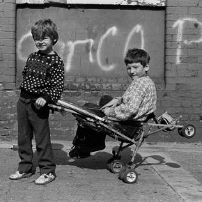 Travellers children, London Fields 1987 copyright Colin O' Brien