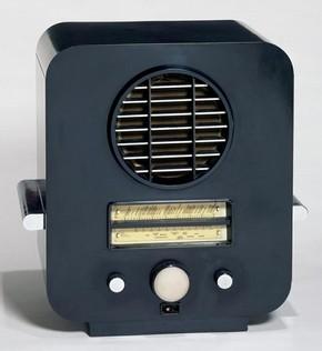 Model EC 74, radio, Serge Chermayeff, 1933. Museum no. CIRC.12-1977