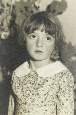 Ilse Bing, 'Flower girl', 1931. Museum no. E.3044-2004, © Estate of Ilse Bing Wolff
