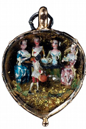Pendant, England, about 1750, gold set with enamel. Museum no. M.33-1960.