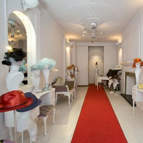 2008BU3600_salon_interior.jpg