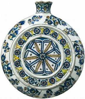 Figugre 9 - Pilgrim flask, 1750-75, Kütahya, Turkey. Museum no. 777-1892