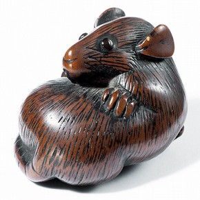 Netsuke figure of a rat, wood, 18th century, Museum no. A.958-1910