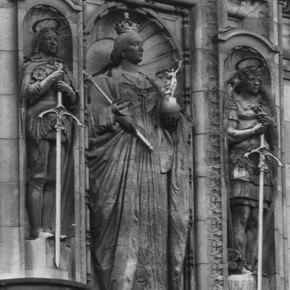 Figure 1. Photograph of the statue above the museum's main entrance, showing the dark soiling obscuring detail. Photography by V
