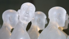 A Captive Audience? (Detail), cast glass, wood and metal, David Reekie, (b.1947), made Norwich, UK, 2001 Gift of Paul Bedford (Museum no.C.112–2000)