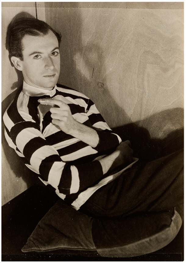 Curtis Moffat, 'Cecil Beaton', about 1925. Museum no. E.1557-2007, © Victoria and Albert Museum, London/Estate of Curtis Moffat