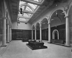 West Central Court as newly laid out, 1909. © Victoria and Albert Museum, London.