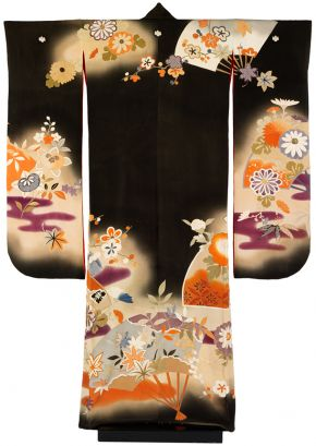 Kimono, Japan, 1934, silk crepe with resist-dyeing and embroidery. Museum no. FE.138-2002, © Victoria and Albert Museum, London