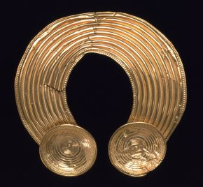 Collar known as The Shannongrove Gorget, maker unknown, Ireland, late Bronze Age (probably 800-700 BC). Museum no. M.35-1948. © Victoria & Albert Museum, London.