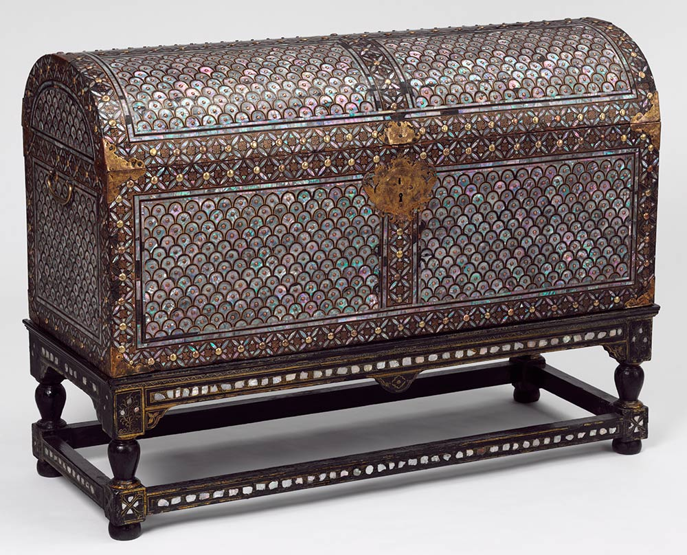 Coffer and stand, 1590–1625, Japan, wood with  plates of shell and lacquer. Museum no. FE.33-1983, © Victoria and  Albert Museum, London