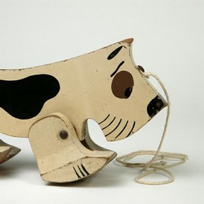 Pull-along dog, toy, A &amp; A Peacock, 1930-39. Museum no. MISC.257-1986