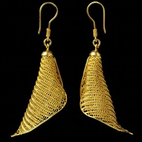 Gold Earrings, Santhi Wongchan, 2003, Musuem no. IS.222-2006