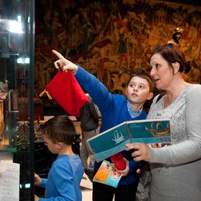 Working with the Time Traveller Back-Pack in the Medieval & Renaissance Galleries