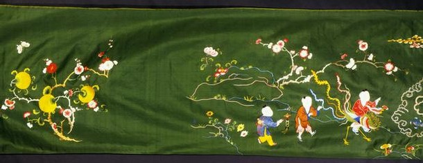 Figure 8 - Bed hanging, China, Qing dynasty, 1800-1900, embroidered silk. Museum no. T.26-1952
