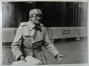 Figure 9 - David Hockney on the South Bank,with a petition against Circ's closure for Shirley Williams, Secretary of State for Education and Science, 15/12/1976. Photograph by Andrew Kimm. V&A Archive MA/15/37