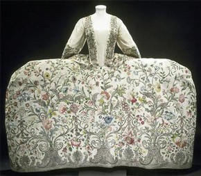 Mantua or court dress, 1740-45, Museum no. T.260-1969