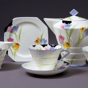 Tea service, made by Paragon China Ltd, pattern registered 1931. Museum no. Circ.250 to 254-1970