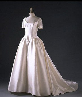 Wedding dress by Philipa Hepley. Museum no. T.529-1966, © Victoria and Albert Museum, London