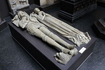 Plaster cast of the effigy of Elizabeth Fitzherbert, late 15th century. Museum no. REPRO.A.1916-215