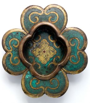 Cloisonné door-pull (hikite), Japan, about 1700, gilded bronze with cloisonné enamel decoration. Museum no. M.283-1912, © Victoria and Albert Museum, London