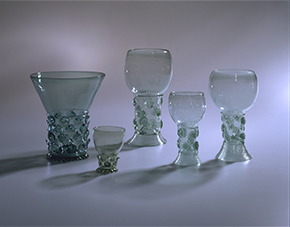 Drinking glasses with applied prunts and trailed and tooled footrim, Germany or the Netherlands, ca. 1590-1625, Museum no. 172-1933, © Victoria and Albert Museum, London.