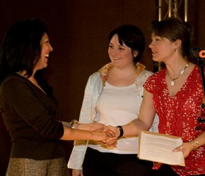 Sharhin-Azar-Azirani receiving the award from Melanie Vandenbrouck-Przybylski and Amy Mechowski