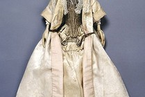 Lady Clapham doll, fully dressed, England, 1690s. Museum no. T.846-1974
