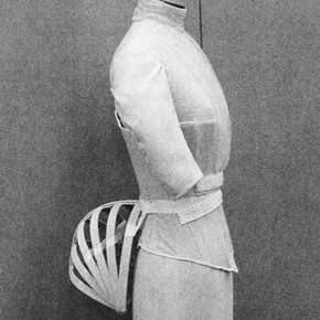 Figure 3. The complete underpinnings: chemisette, corset and bustle cage. Photography by Sonja Mller.