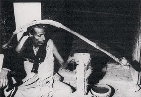 A modern 'hakak' sawing a piece of rock crystal by the traditional method.