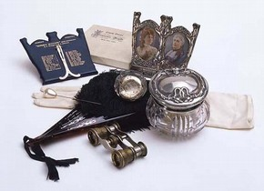 Theatre goer's accessories, early 20th century