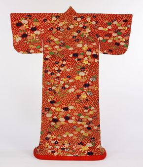 Kimono, silk crepe, tie and a paste resist dyeing, Japan, 1800-1850. Museum no. T.109-1954. © Victoria and Albert Museum, London
