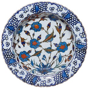 Dish, Iznik, Turkey, about 1560-1565. Museum no. C.1983-1910